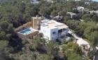 Enorme villa con 2 apartamentos plus 4 dormitorios grandes - mejor precio | unprecio.es