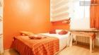 Rooms available - 4-Bedroom apartment, footsteps away from the grand Olavide Plaza - mejor precio | unprecio.es