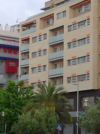 Se alquila plaza garaje amplia en parc central torrent for Plaza garaje valencia