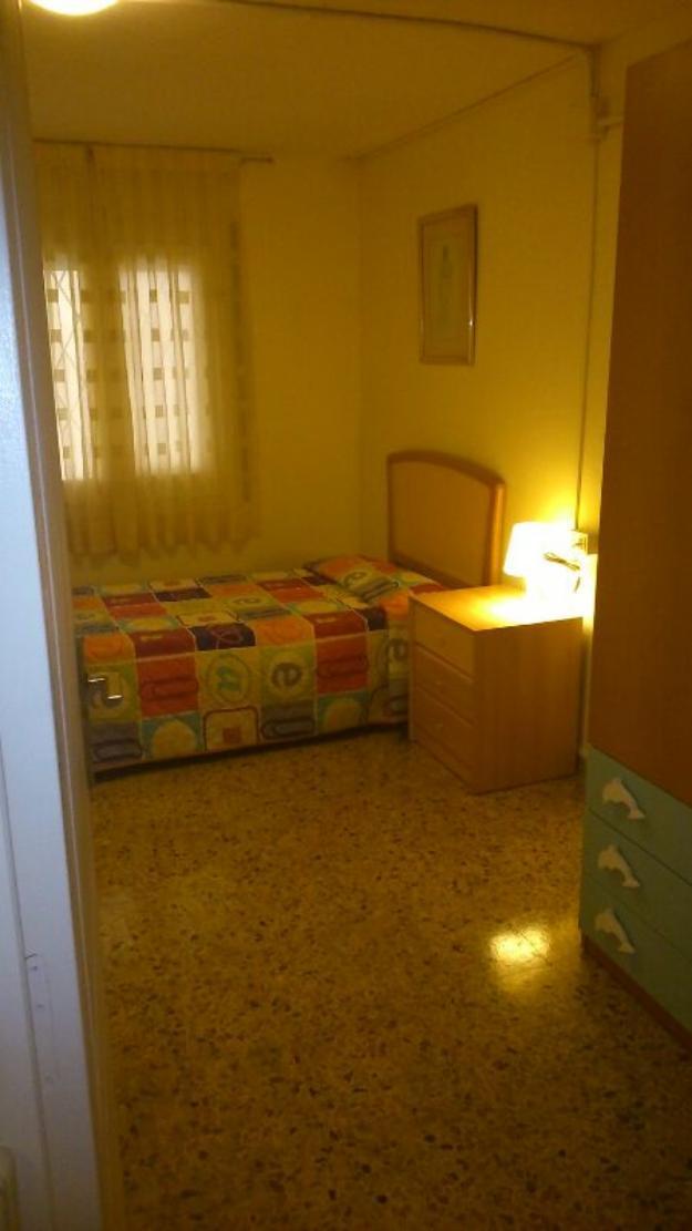 Alquilo bonita habitacion en espacioso piso