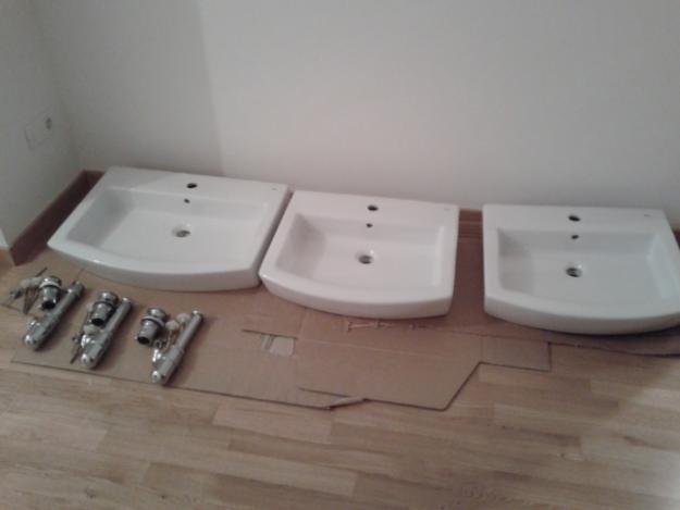 Lavabos hall de roca sin estrenar a coru a mejor for Precios de lavabos roca