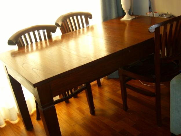 Mesa de comedor 4 sillas y 2 butacas coloniales for Butacas coloniales