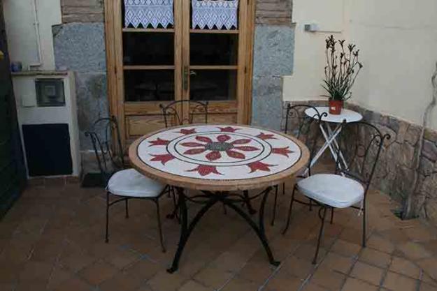 Mesas artesanales de mosaicos para jardin y terraza for Mosaicos para jardin