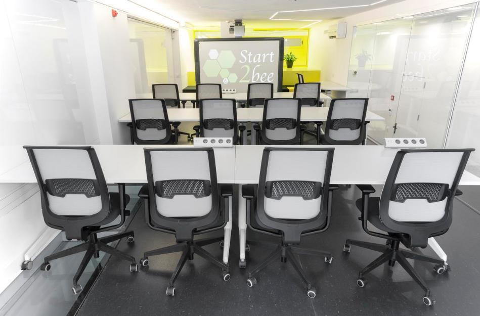 Alquiler de mesas de trabajo y salas para reuniones for Oficinas de trabajo temporal en barcelona