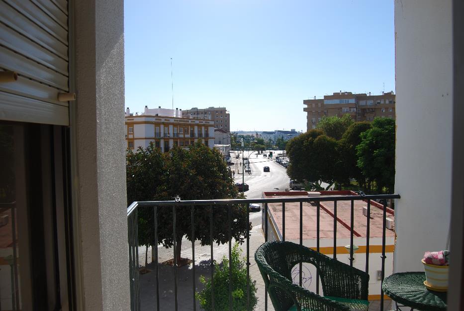 Piso frente al Hospital Macarena ideal estudiantes.