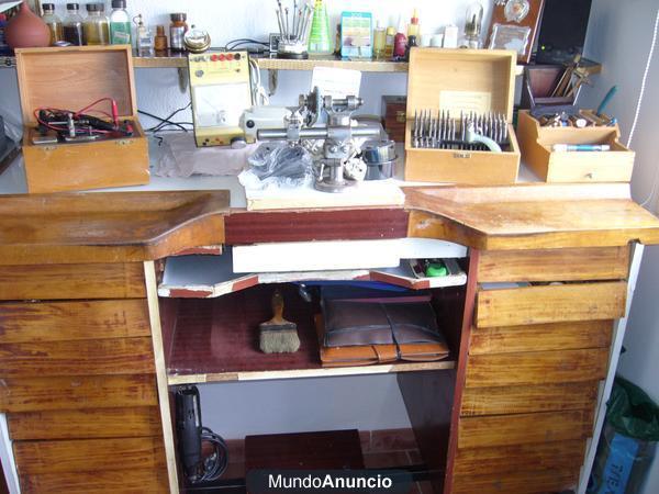 Venta herramientas y mesa de relojero mejor precio for Mesa de taller segunda mano