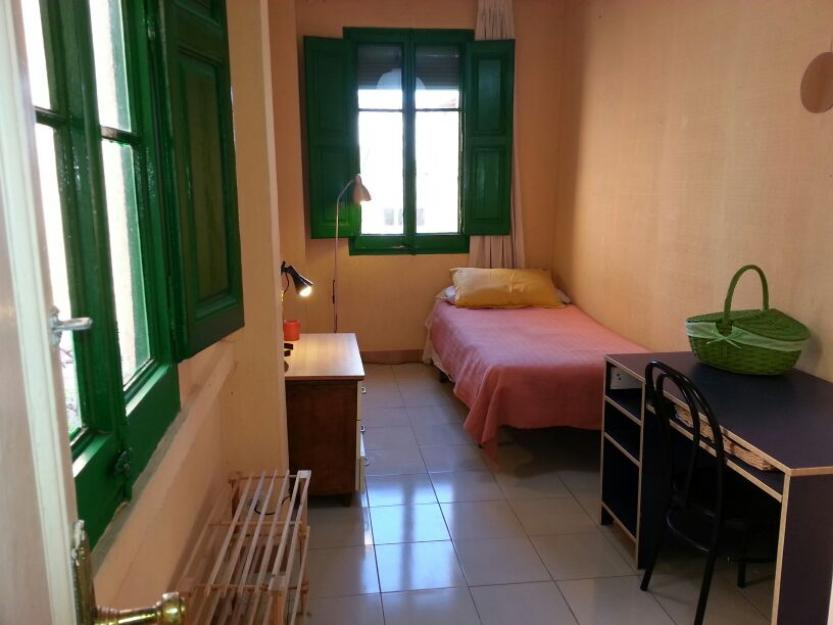 Habitación en casa con jardín, terraza y mucho sol