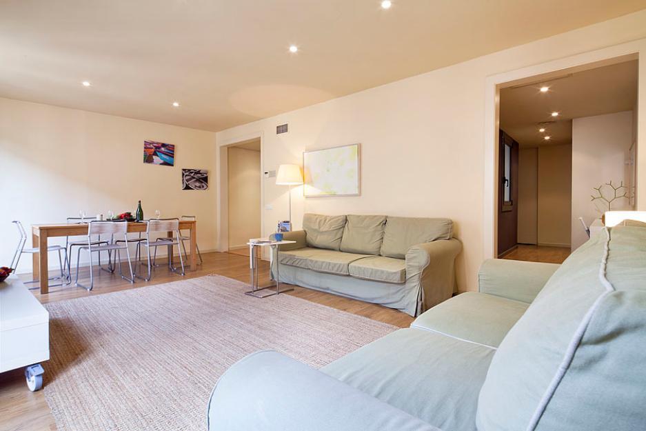 Amplio apartamento de 2 habitaciones en el centro de Barcelona!