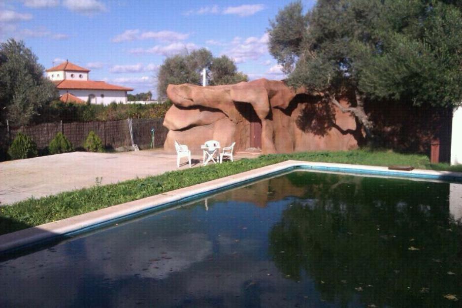 Chalet con piscina  tipo cueva carretera de la isla   dos hermanas cortas estancias