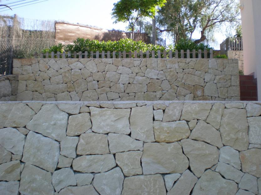Artenat muros de piedra natural guillermo riera d nia - Como hacer muros de piedra ...