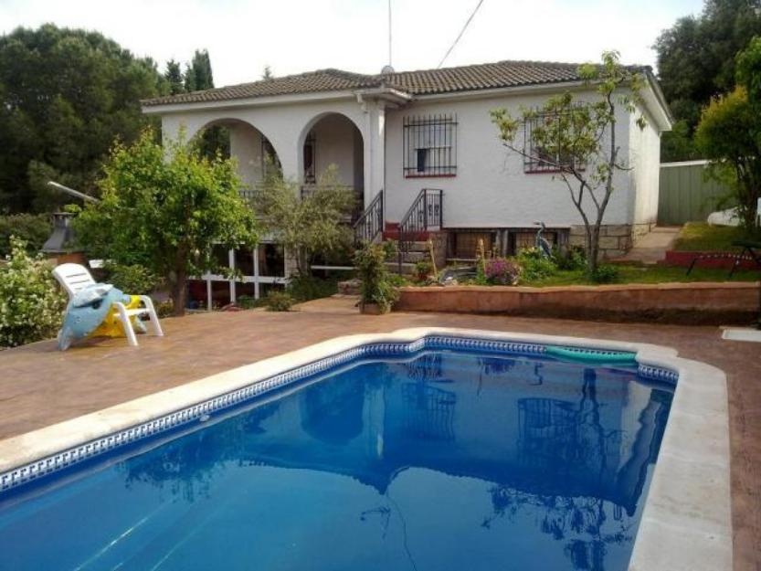 Alquilo chalet grande con piscina de agua salada futbolin for Piscinas de agua salada en madrid