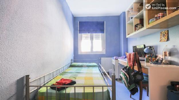 Rooms Available Homely 3 Bedroom Apartment In Attractive Usera Mejor Precio