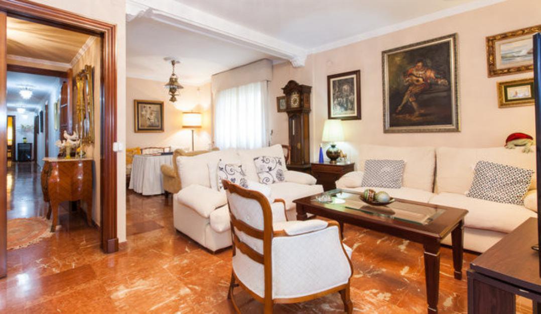 [646] Piso amplio de 4 dormitorios para cortas estancias en Plaza de España