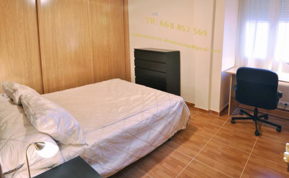 Habitaci n con cama de matrimonio y gastos incluidos for Cama de matrimonio precio