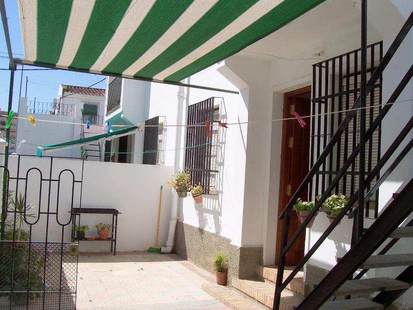 Casa con amplio jardin cerca de la playa mejor precio for Casa con jardin alquiler