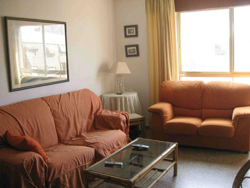 habitación en piso compartido con 2 estudiantes españolas, wifi incluido