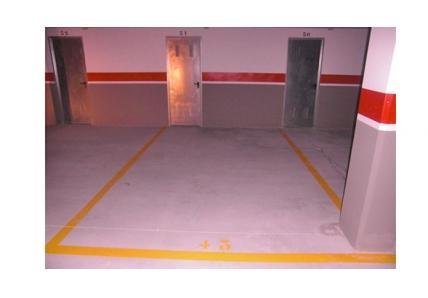 Plaza de garaje con trastero