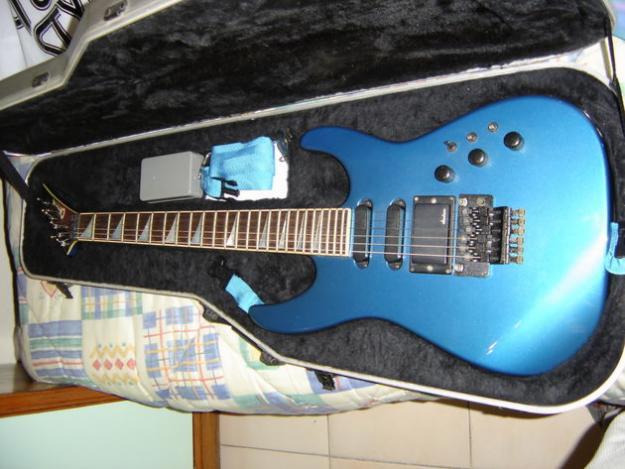 Guitarra electrica CHARVEL Nº6 USA + FUNDA  RIGIDA