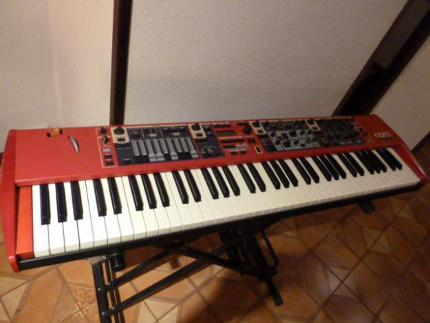 Nord Stage Compact con flightcase