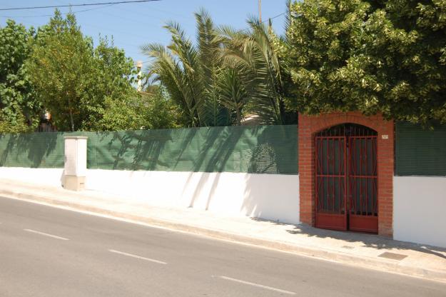 Vendo casa con terreno y jardin en rubi mejor precio for Vendo caseta jardin