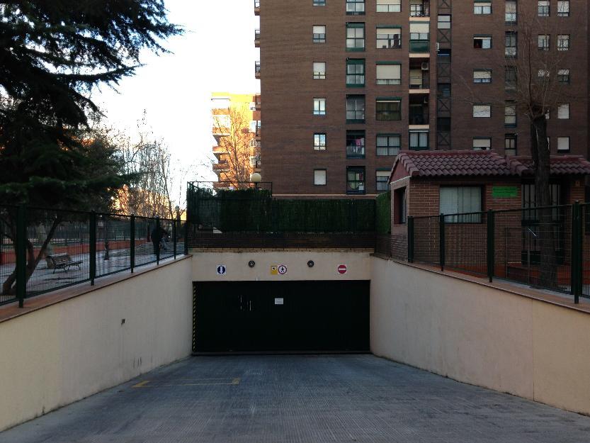 Se alquila plaza de garaje calle parque grande con for Se alquila plaza de garaje