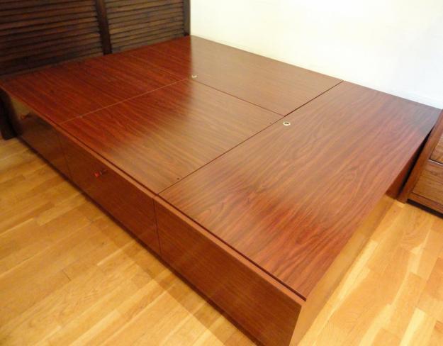 Vendo cama de matrimonio de madera noble con cajones for Camas con cajones debajo