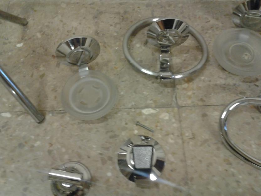 Chollo conjunto accesorios de ba o metal cromado de 8 for Conjunto accesorios bano