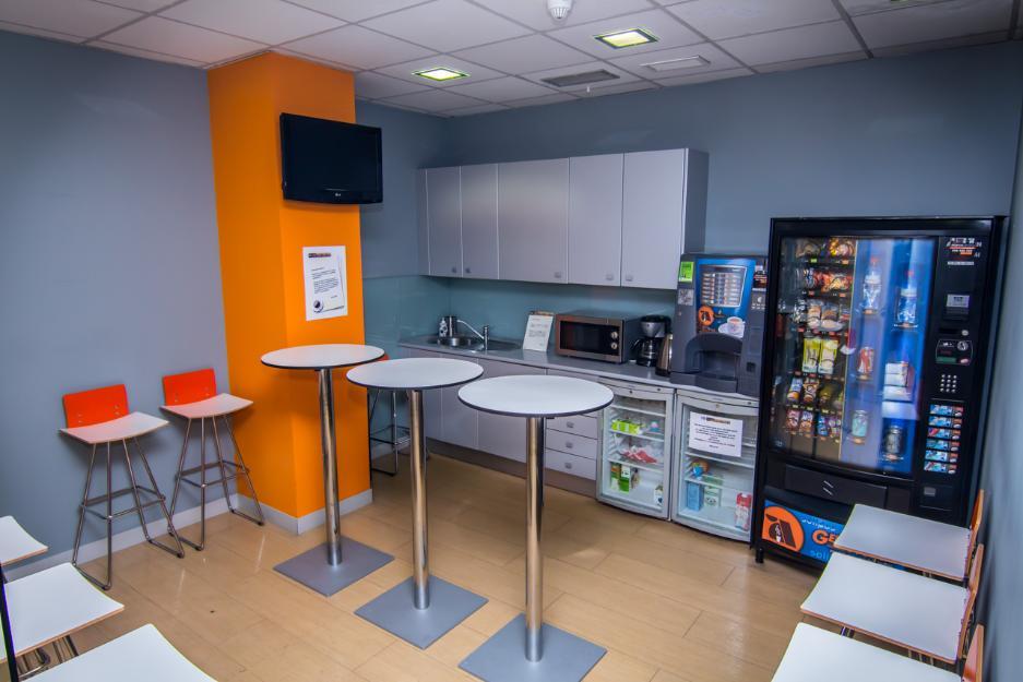 Centro de negocios melior madrid mejor precio for Oficina central de correos madrid