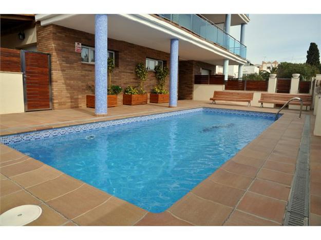 Apartamento en Roda de Barà, piscina