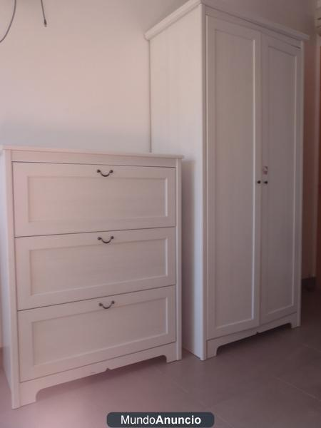 Armarios blancos ikea armario ikea puertas blanco foto for Puertas roperos empotrados ikea